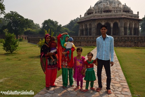 family_Delhi_red_shutters
